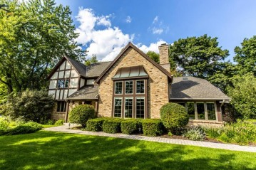 2495 Byron CT, Brookfield, WI 53045-4043