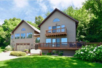 446 N Shore Dr, Fountain City, WI 54629