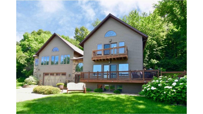 446 N Shore Dr Fountain City, WI 54629 by Edina Realty $350,000