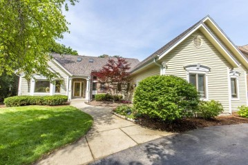 3215 Cherry Hill Dr, Brookfield, WI 53005-2746
