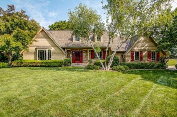 945 Weston Hills Dr, Brookfield, WI 53045-3759