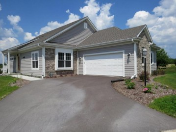 N110W14614 Preserve Heights Ct 4, Germantown, WI 53022-4216