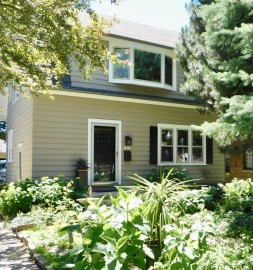 1811 E Elmdale Ct, Shorewood, WI 53211-2339