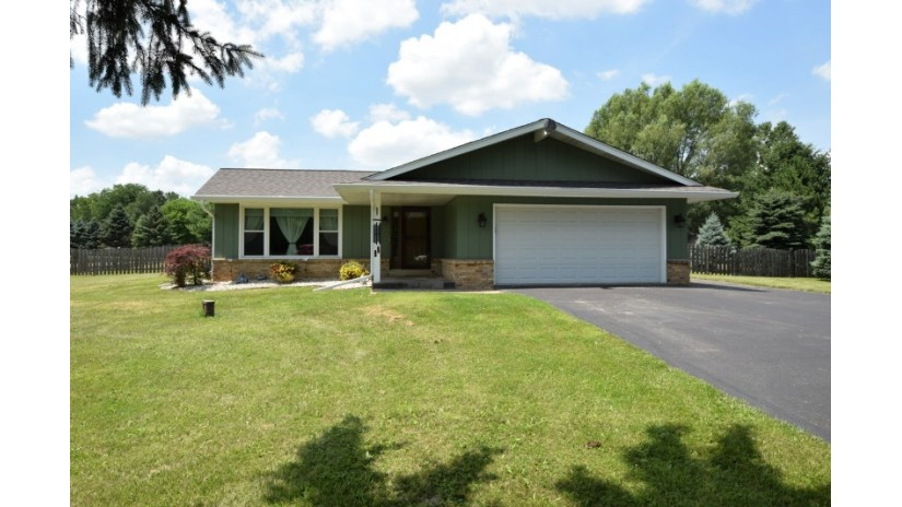 N9529 Hilltop Dr Troy, WI 53120-1618 by Shorewest Realtors $259,900
