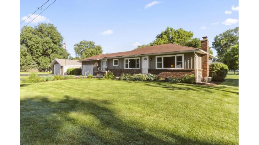 W1383 Eastwood Rd Bloomfield, WI 53157 by Keefe Real Estate, Inc. $235,000