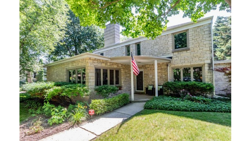 4901 N Oakland Ave Whitefish Bay, WI 53217-6052 by Keller Williams Realty-Milwaukee North Shore $599,000