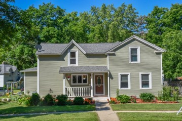 614 Whitewater Ave, Fort Atkinson, WI 53538-2354