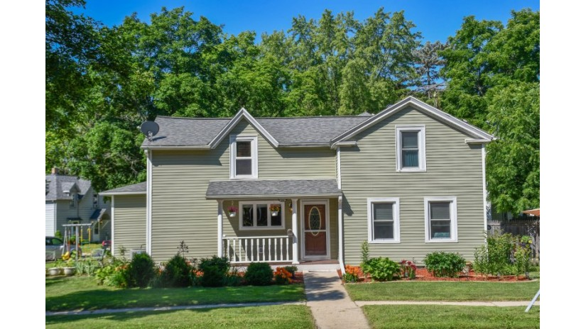 614 Whitewater Ave Fort Atkinson, WI 53538-2354 by Shorewest Realtors $178,000