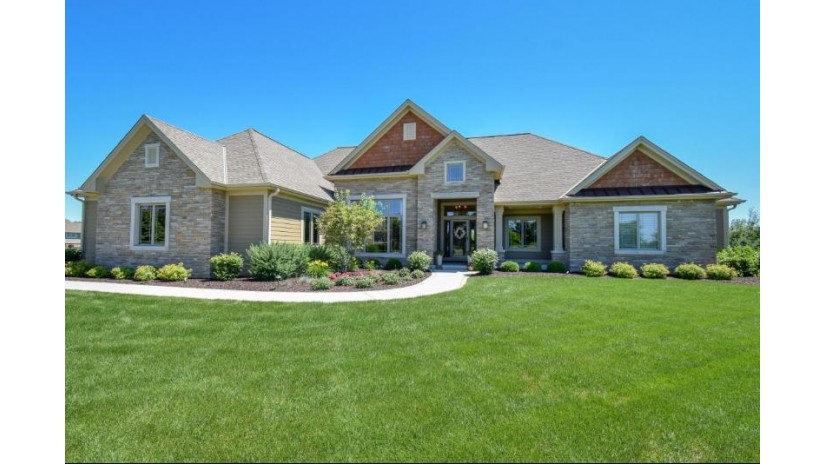 12526 N Hawks Glen Ct Mequon, WI 53097 by First Weber Inc- Mequon $799,900