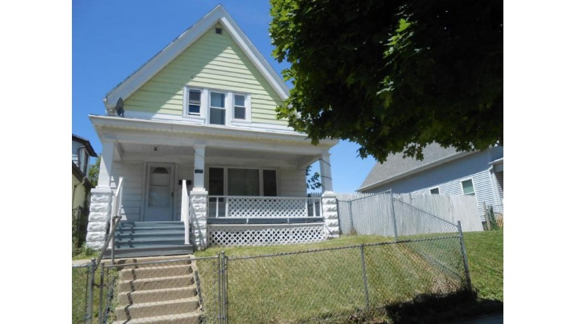3223 N 23rd St Milwaukee, WI 53206-1728 by Re/Max Lakeside-Capitol $25,900