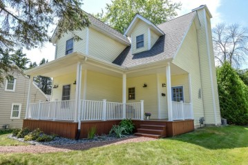 235 N Garfield Ave, Port Washington, WI 53074-1712