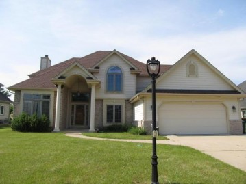 1032 W Violet Dr, Oak Creek, WI 53154-3720