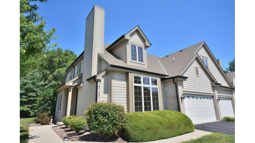 536 Country Crest Ln Waukesha, WI 53188-3915 by First Weber Inc - Brookfield $344,900