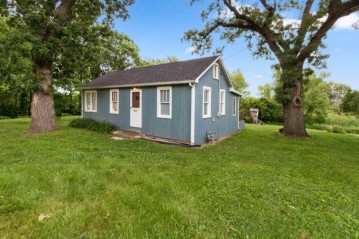N1398 Clover Rd, Bloomfield, WI 53128
