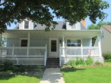 1317 Center St, Union Grove, WI 53182-1517