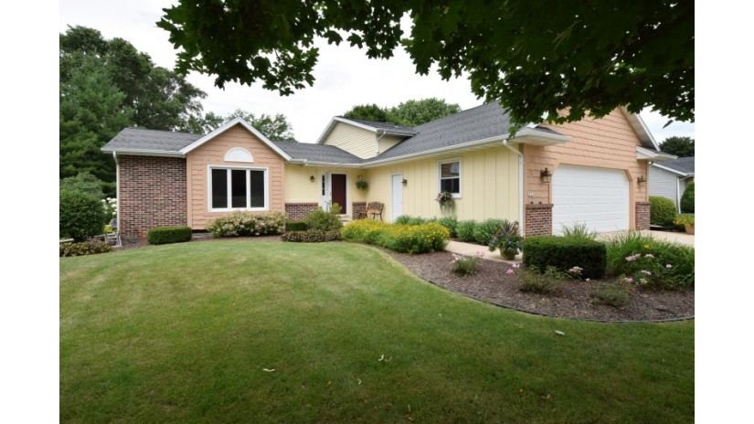 29756 Clover Ln Rochester, WI 53185-5006 by Shorewest Realtors $282,000