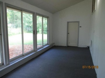N1143 Laurel Dr, Bloomfield, WI 53128-1867