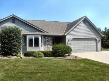 1520 Hidden Fields Dr, West Bend, WI 53095-4576
