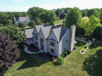 790 Hawks Ridge Rd, Brookfield, WI 53045-6640