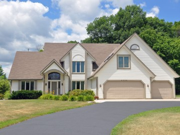4335 Mourning Dove Dr, Jackson, WI 53037