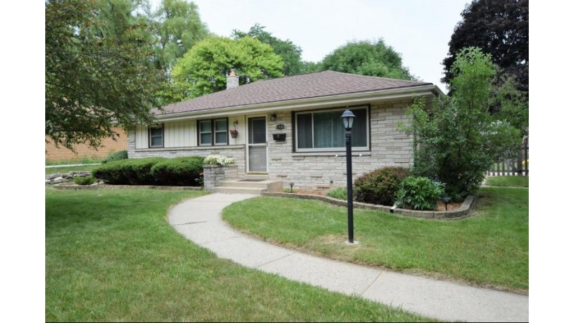 7216 Enfield AVE Greendale, WI 53129-1732 by Re/Max Realty 100 $205,000