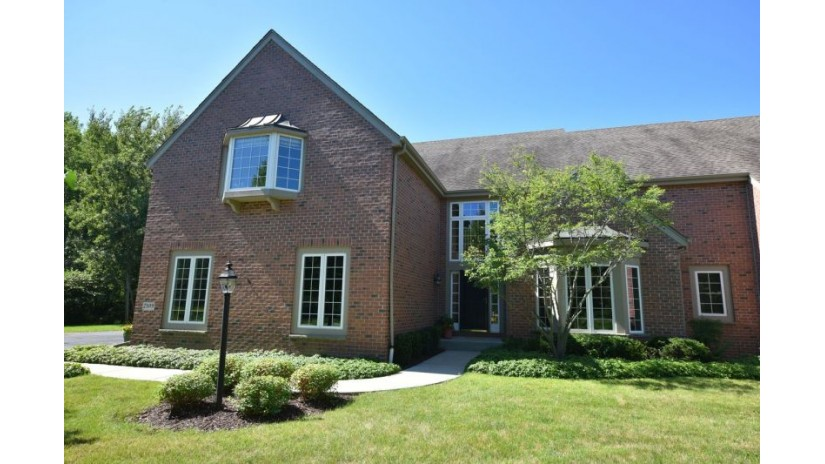 2109 W Hidden Reserve Cir Mequon, WI 53092-5577 by Shorewest Realtors $648,000