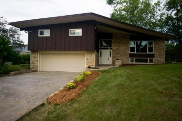 4602 N 107th St, Wauwatosa, WI 53225-4529