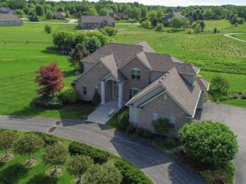 228 Crooked Stick Pass, North Prairie, WI 53153-9622