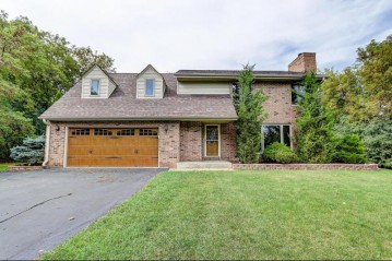 11905 N Wauwatosa Rd, Mequon, WI 53097-3057