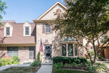 384 Willow Grove Dr F, Pewaukee, WI 53072-0399
