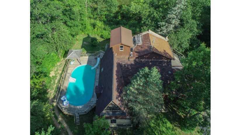N8876 Townline Rd Troy, WI 53120 by Shorewest Realtors $359,000