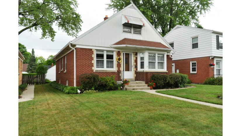 2956 N 89th St Milwaukee, WI 53222-4606 by Shorewest Realtors $159,900