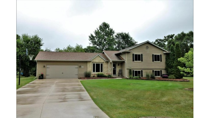 S25W36018 Hay Ct Ottawa, WI 53118-9588 by Parkway Realty, Llc $334,900