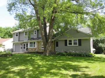 5020 W Jerelyn PL, Milwaukee, WI 53219-3251