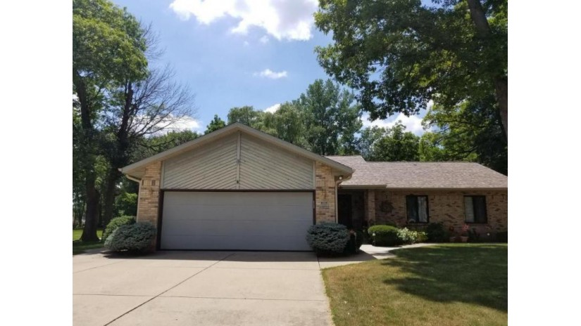 W198S10799 Red Oak Ct Muskego, WI 53150-8442 by Buyers Vantage $375,000