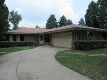 8120 W Dreyer Pl, West Allis, WI 53219-2734