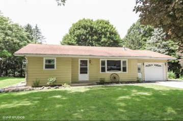 363 Evergreen Dr, Mayville, WI 53050-1739