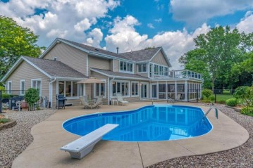 16725 Deer Creek Pkwy, Brookfield, WI 53005-6301