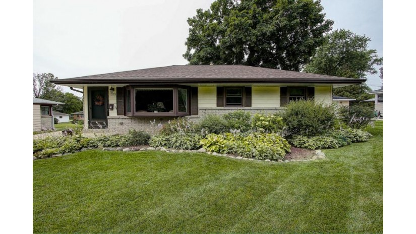 7325 Dartmoor Ave Greendale, WI 53129-2238 by Re/Max Realty 100 $209,900