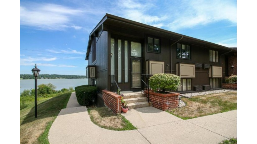 24 Interlaken Dr 24-08 Geneva, WI 53147-3422 by @properties $210,000