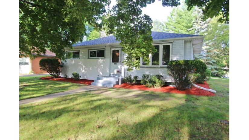 912 N Bel Ayr Dr Waukesha, WI 53188-2906 by Next Home Lake Country $209,900