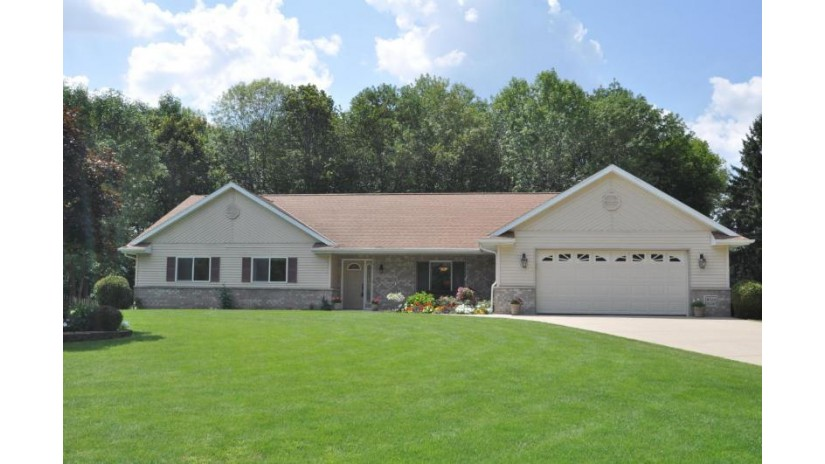W224N2287 Elmwood Ave Pewaukee, WI 53186-1180 by Re/Max Realty 100 $389,900