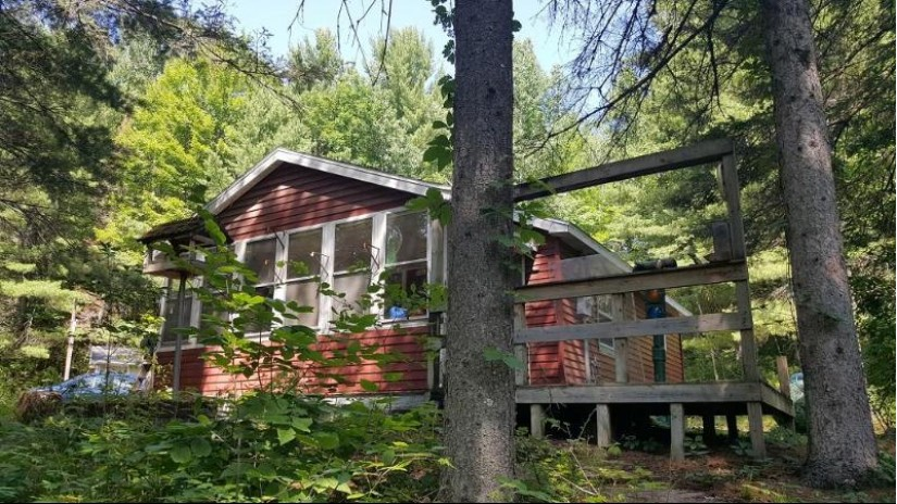 W5820 Right of Way Rd Beecher, WI 54156 by Hanson Realty, Inc (wi/Mi) $39,900