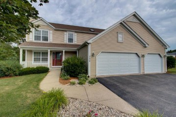 746 Oak Ridge Ln, Genoa City, WI 53128-2067