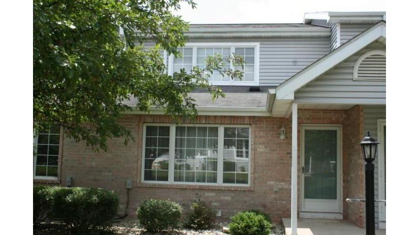 10152 W Whitnall Edge Dr F Franklin, WI 53132-2833 by Landmark Realty, LLC $172,000