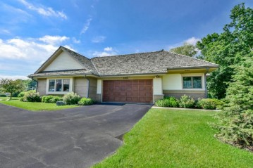 21875 W North Ave, Brookfield, WI 53045-4737