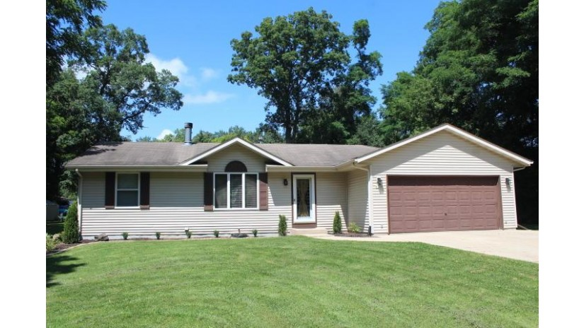 W1160 Beach Rd East Troy, WI 53120-2145 by Realty Executives - Integrity $249,900
