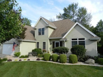 4370 S 38th St, Greenfield, WI 53221-2005
