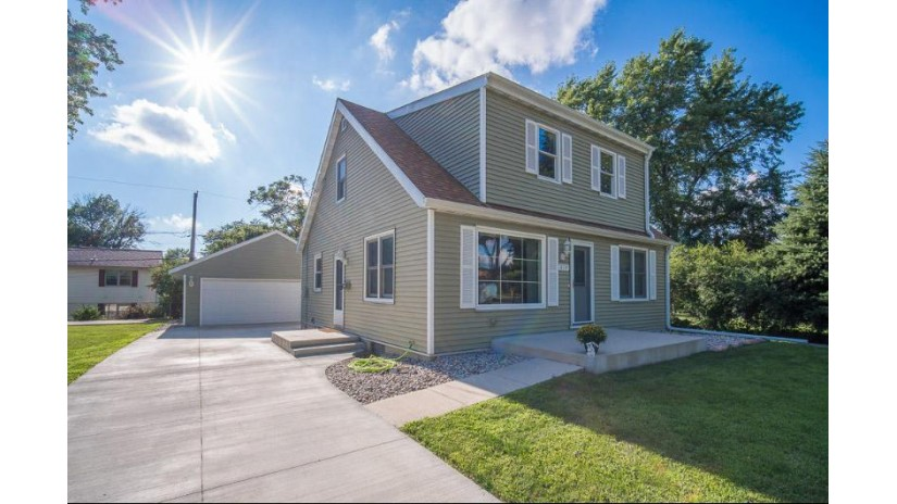 819 S 110th St West Allis, WI 53214-2318 by Exsell Real Estate Experts Llc $209,900