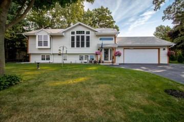 S69W17898 Muskego Dr, Muskego, WI 53150-9498